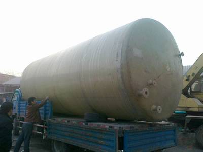 A horizontal FRP tank is set on the truck, getting ready to be delivered.