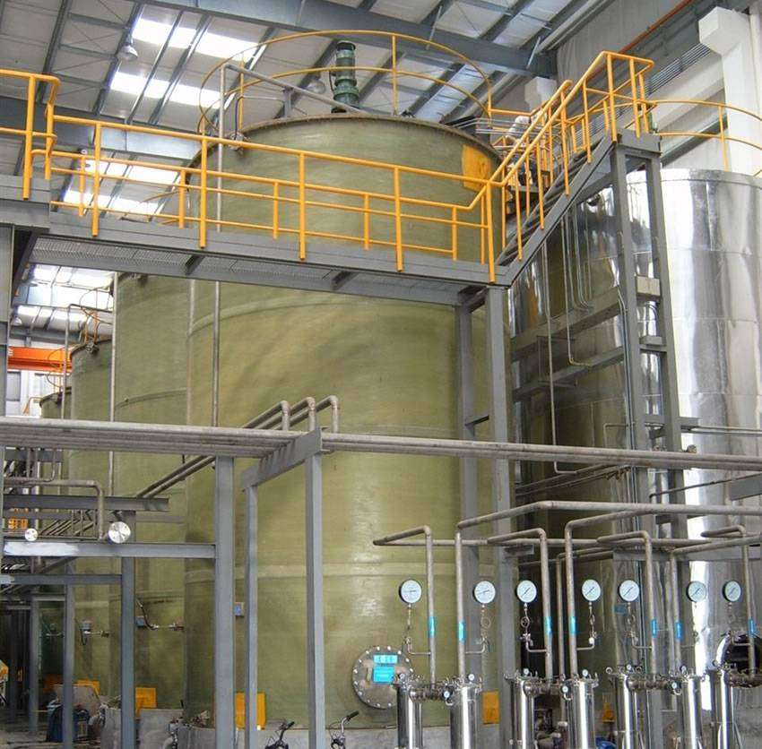 A working system of FRP agitator tanks is installed in the factory.