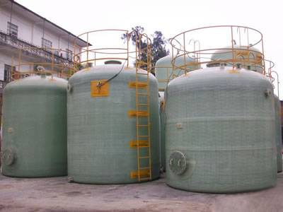 FRP chemical storage tanks with flat bottom in different dimension are set together.