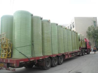 Vertical FRP tanks are placed together on a truck.