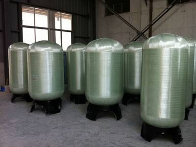 Vertical FRP tanks are stored in the factory.